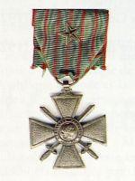 Avers de la croix de guerre créé en 1915.