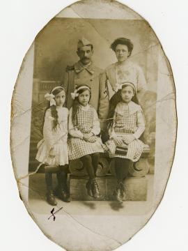 Photographie de la famille du soldat Ernest Hilaire