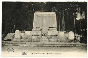 La stèle en mémoire des disparus de Fontainebleau durant la Seconde Guerre mondiale.