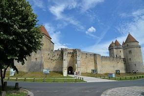 Le château de Blandy-les-Tours.