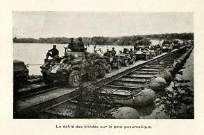 Le pont flottant sur la Seine à Tilly lors de l'offensive Patton.