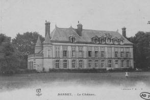 Vue de la façade du château de Barbey.