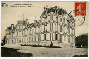 Vue de la façade Est du Château de Boulains.