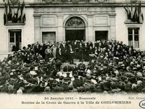 Remise de la Croix de Guerre à la ville de la Ferté-sous-Jouarre et aux communes de Reuil-en-Brie et d'Ussy-sur-Marne le 14 août 1921 (AD77, MDZ944)