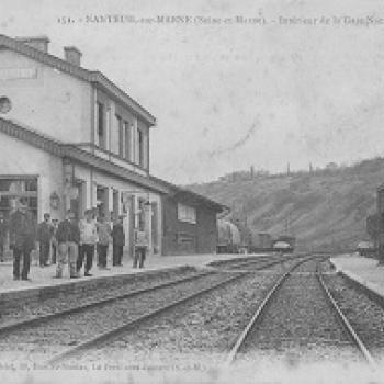 Carte postale représentant la gare de Nanteuil.