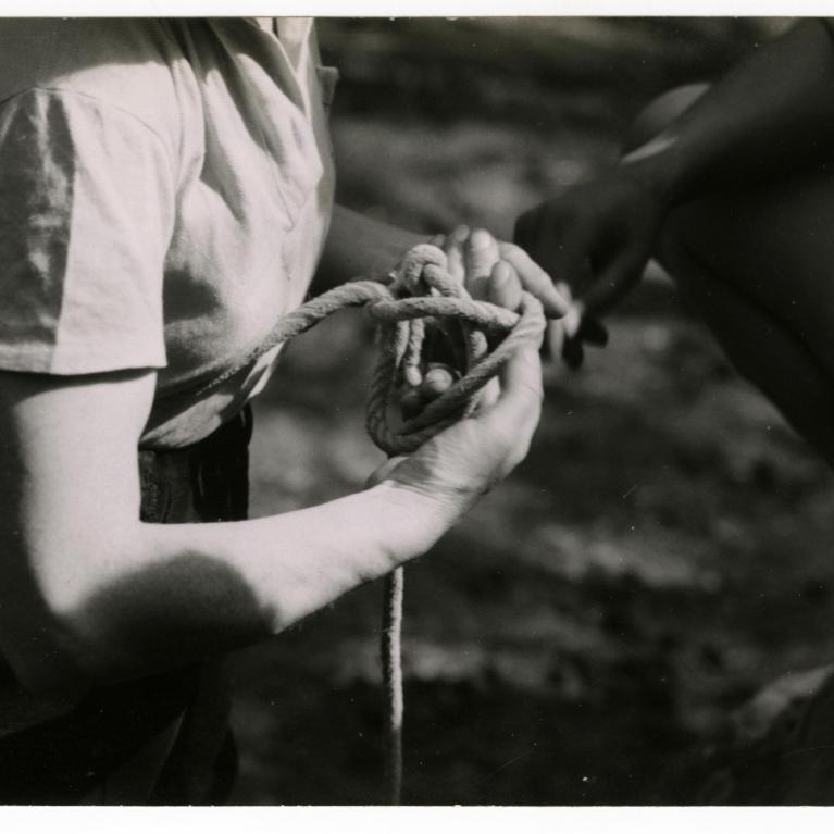 Photographie de « L'épreuve de nœud » lors d'un rallye d'escalade